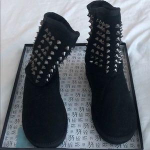 ⬇️ Pistol Spike Studded Boot